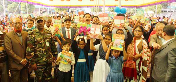 বান্দরবানে নতুন বছরে প্রতিটি বিদ্যালয়ে ক্ষুদ্র নৃগোষ্টির ভাষায় বই বিতরণ কার্যক্রম শুরু :: ক্ষুদ্র নৃগোষ্টির ছাত্র-ছাত্রীরা এতোদিন পেঁছনে ছিল,আজ শিক্ষায় এগিয়ে যাচ্ছে--- বীর বাহাদুর উশৈসিং এমপি