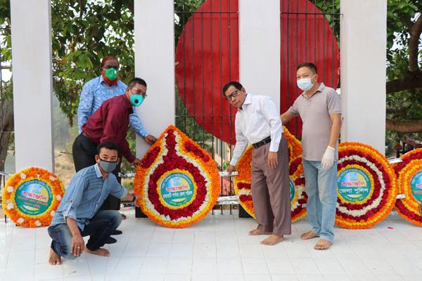 মহান স্বাধীনতা ও জাতীয় দিবসে সীমিত আকারে শহীদ মিনারে বীর শহীদদের পুষ্পস্তবক অর্পণ