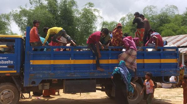 নারায়নগঞ্জ থেকে নারী শিশুসহ ৯৪ শ্রমিক লংগদুতেঃ করোনার ঝুঁকিতে এলাকাবাসী