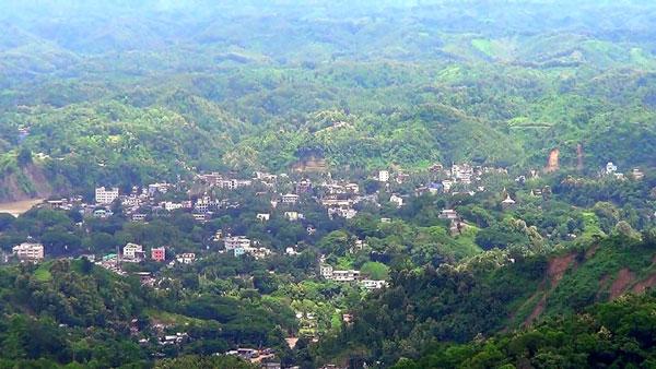 লোহাগাড়া উপজেলার পরিসংখ্যানবিদের করোনা পজেটিভ: সংবাদে বান্দরবানের বাসায় স্থানীয়দের হামলা