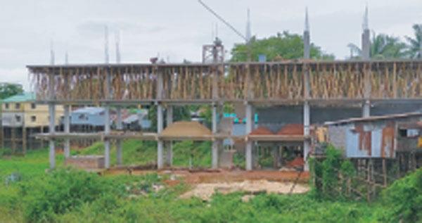 কাপ্তাই হ্রদ দখলের মহড়া চলছে :: রাঙ্গামাটির আসামবস্তীতে কাপ্তাই হ্রদ দখল করে নির্মিত হয়েছে ৩ তলা বাড়ী